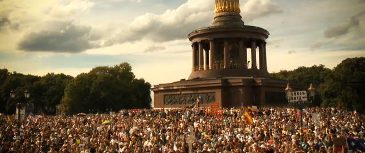 Berliner Massen an der Siegessäule am 29.08.2020