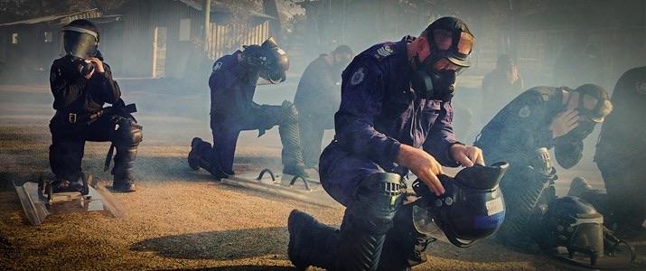 Polizisten schließen sich dem Protest an